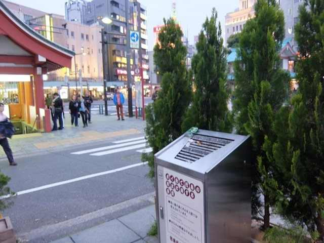 浅草駅出た喫煙所